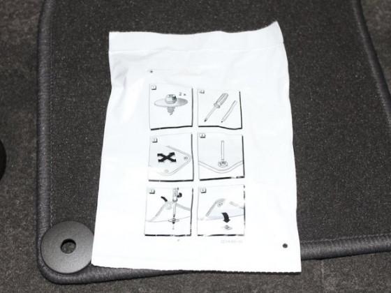 Fußmatte 3.Sitzreihe Befestigung