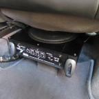 Subwoofer unter dem Beifahrersitz